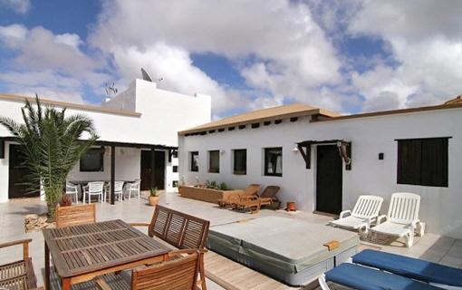 Hochwertige Villa mit Jacuzzi in Tindaya