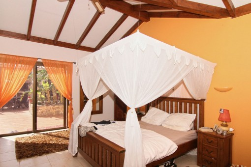 Schlafzimmer mit direkten Terrassenzugang