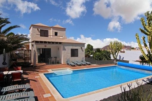 Schöne und freistehende Villa in Villaverde
