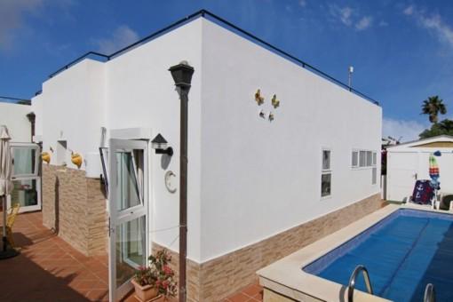 Bungalow in beliebter Wohngegend mit privatem Pool und Garage in Corralejo