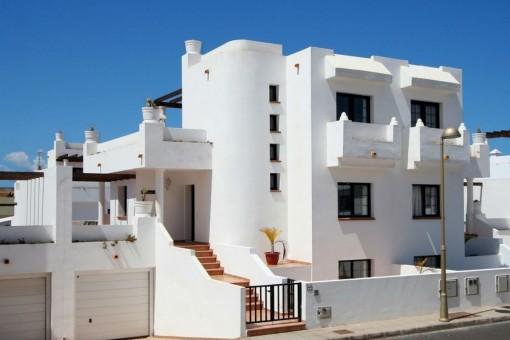 Moderne Doppelhaushälfte mit Pool in Corralejo, Fuerteventura
