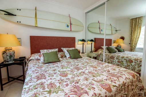 Hauptschlafzimmer mit Einbauschrank