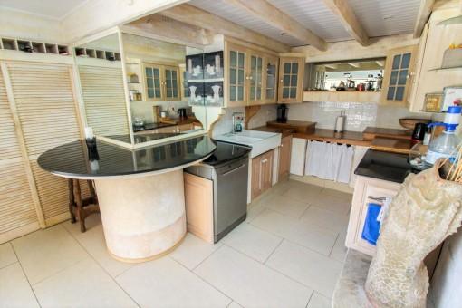 Rustikale Küche mit Holzfronten