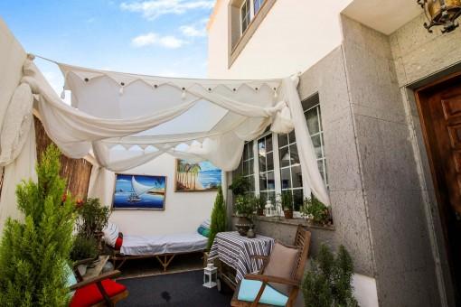 Terrasse mit gemütlicher Lounge